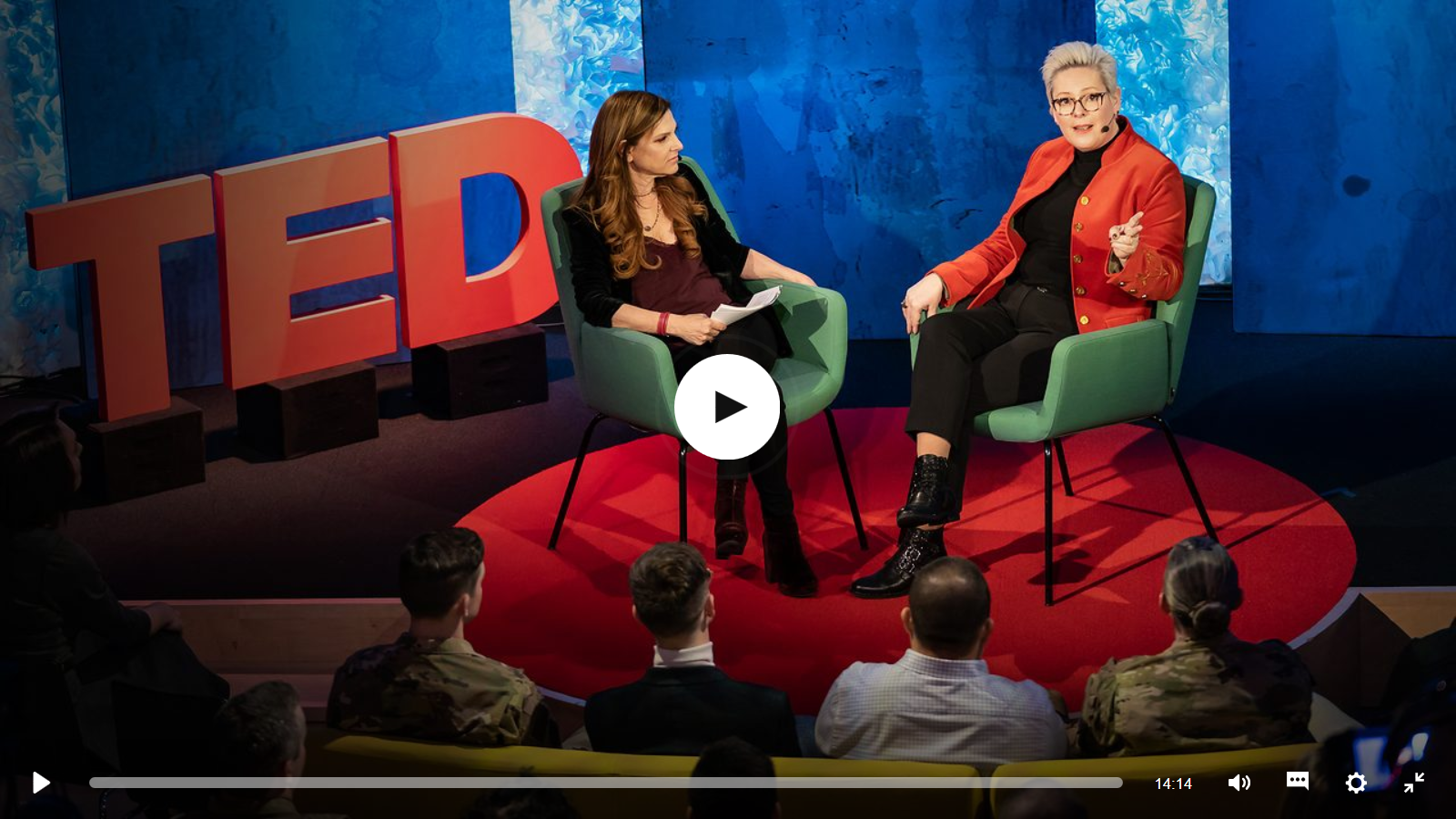 Bryn Freedman en Halla Tómasdóttir in gesprek